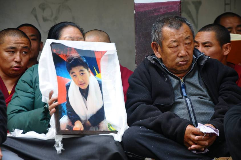 dorjee-tsering_with-his-father